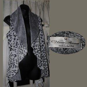 VINE STREET Soft Leopard Print Vest Size M